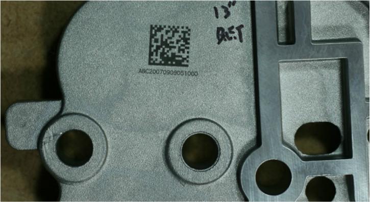 알루미늄 재질에 2D 마킹한 샘플.jpg